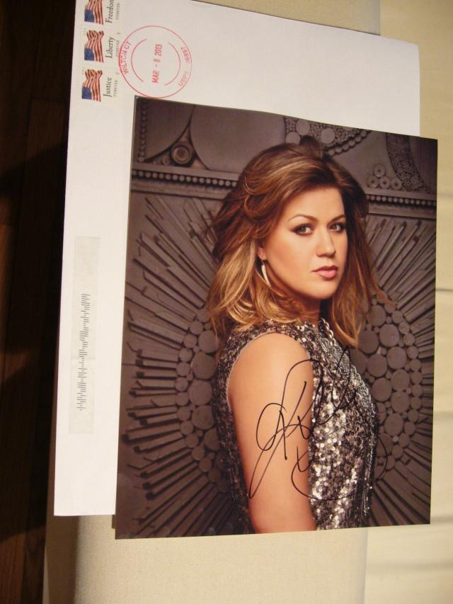 Kelly Clarkson Autograph 2 011