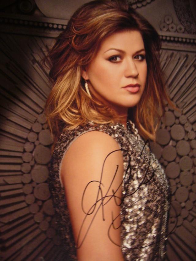 Kelly Clarkson Autograph 2 012